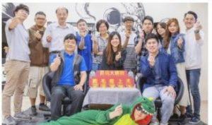 碩士班陳凱倫經營「雞毛飛上天」電商